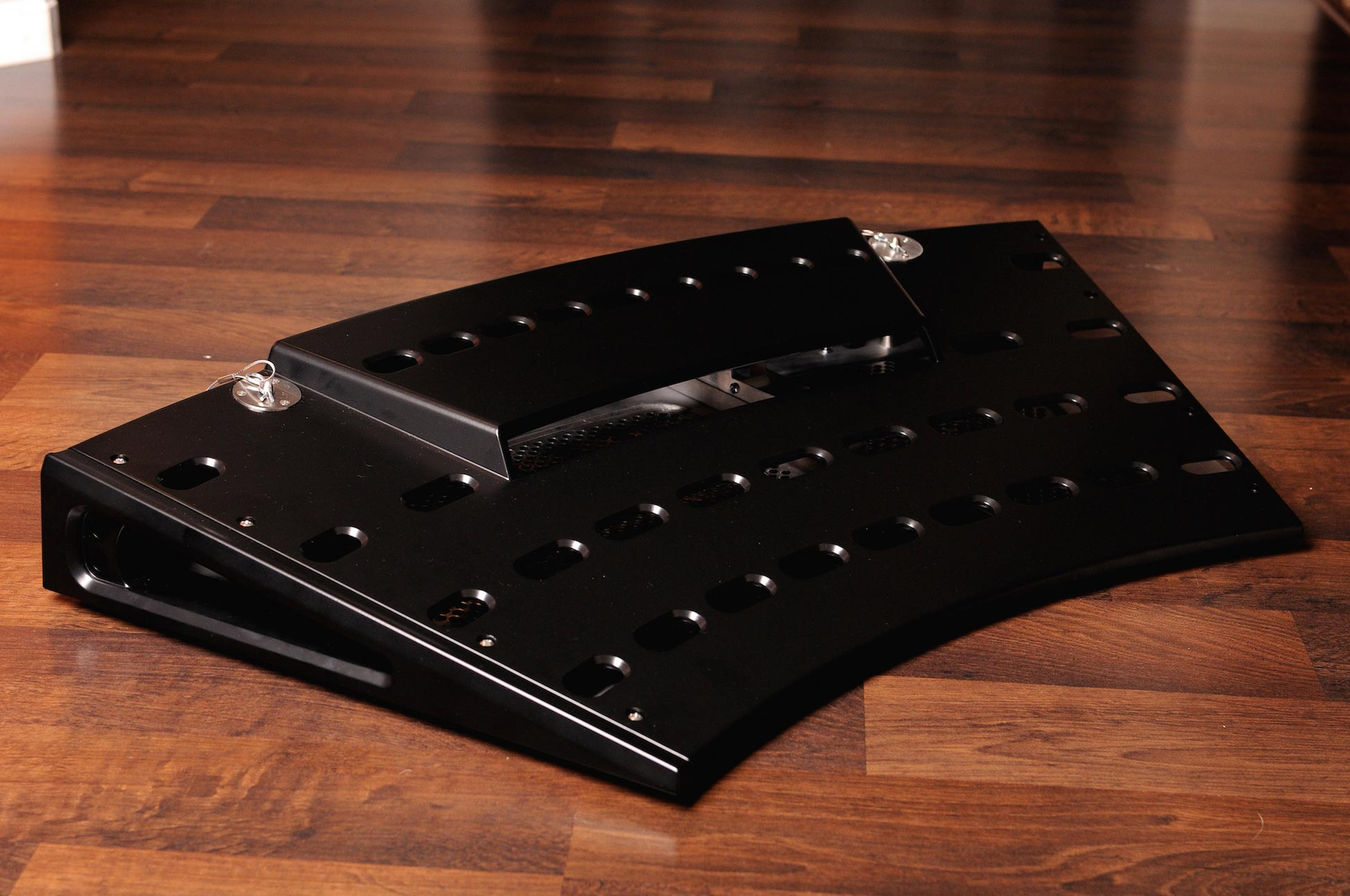 Fastback LT Pedalboard in Matte Black
