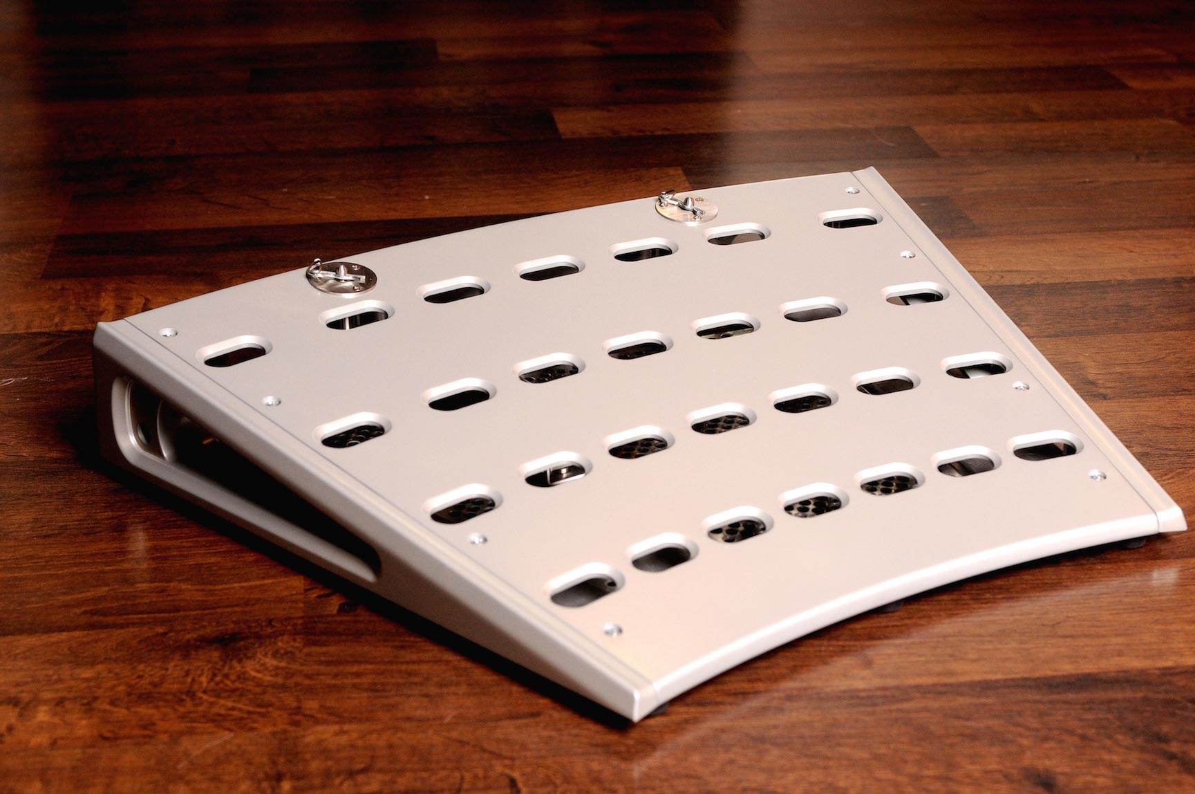 Fastback ST Pedalboard in Anodized Silver